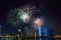 Fuegos artificiales de Dubai Fotos de archivo