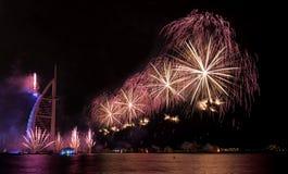 Fuegos artificiales de Dubai para el día nacional Imágenes de archivo libres de regalías