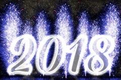 Fuegos artificiales de la Feliz Año Nuevo 2018 Foto de archivo
