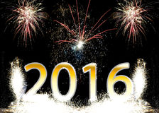 Fuegos artificiales de la Feliz Año Nuevo 2016 Fotos de archivo
