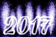 Fuegos artificiales de la Feliz Año Nuevo 2017 Imágenes de archivo libres de regalías