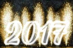 Fuegos artificiales de la Feliz Año Nuevo 2017 Fotos de archivo