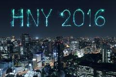 2016 fuegos artificiales de la Feliz Año Nuevo que celebran sobre el cityscap de Tokio, J Imagen de archivo