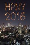 2016 fuegos artificiales de la Feliz Año Nuevo que celebran sobre el paisaje urbano de Tokio Imagen de archivo libre de regalías