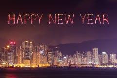 2017 fuegos artificiales de la Feliz Año Nuevo que celebran sobre la ciudad de Hong Kong Imagen de archivo libre de regalías