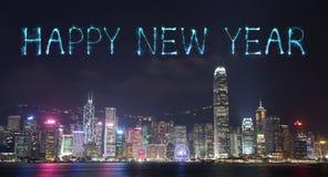 2017 fuegos artificiales de la Feliz Año Nuevo que celebran sobre la ciudad de Hong Kong Fotografía de archivo