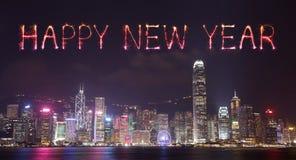 2017 fuegos artificiales de la Feliz Año Nuevo que celebran sobre la ciudad de Hong Kong Imagenes de archivo