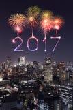 2017 fuegos artificiales de la Feliz Año Nuevo sobre el paisaje urbano de Tokio en la noche, Jap Fotografía de archivo libre de regalías