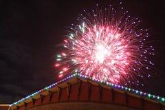 Fuegos artificiales de la Navidad imagen de archivo