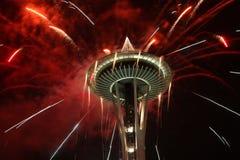 Fuegos artificiales de la noche de la aguja del espacio Foto de archivo libre de regalías