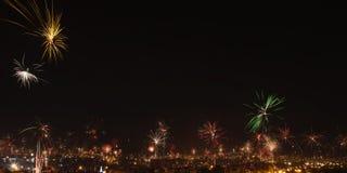 Fuegos artificiales de la Noche Vieja en la ciudad de Arequipa, Perú. Fotografía de archivo libre de regalías