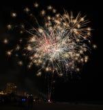 Fuegos artificiales de la playa de ciudad de Panamá de los Años Nuevos del Golfo de México foto de archivo libre de regalías