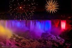 Fuegos artificiales de las cascadas Foto de archivo libre de regalías