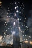 Fuegos artificiales de las celebraciones del Año Nuevo en Burj Khalifa en Dubai Foto de archivo