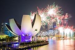 Fuegos artificiales de las celebraciones SG50 en la ciudad de Singapur, Singapur Imagen de archivo
