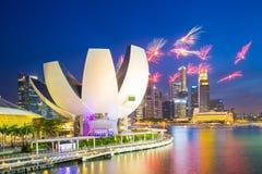 Fuegos artificiales de las celebraciones SG50 en la ciudad de Singapur, Singapur Foto de archivo libre de regalías
