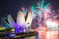 Fuegos artificiales de las celebraciones SG50 en la ciudad de Singapur, Singapur Fotos de archivo libres de regalías