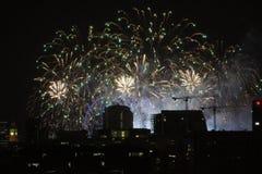 Fuegos artificiales de Nochevieja en Londres Imágenes de archivo libres de regalías