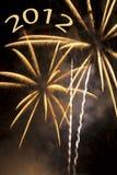 Fuegos artificiales de oro por el Año Nuevo 2012 Imágenes de archivo libres de regalías