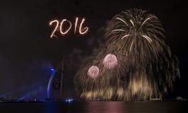 Fuegos artificiales 2016 del Año Nuevo de Dubai Imagen de archivo