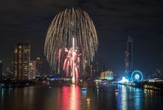 Fuegos artificiales del Año Nuevo en Bangkok, Tailandia Imagen de archivo