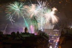 Fuegos artificiales del Año Nuevo en Brasov, Rumania Foto de archivo libre de regalías