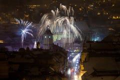Fuegos artificiales del Año Nuevo en Brasov, Rumania Imagen de archivo libre de regalías
