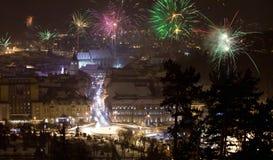 Fuegos artificiales del Año Nuevo en Brasov, Rumania Foto de archivo