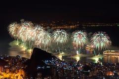 Fuegos artificiales del Año Nuevo en Copacabana Imagen de archivo libre de regalías