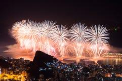 Fuegos artificiales del Año Nuevo en Copacabana Imágenes de archivo libres de regalías