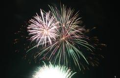 Fuegos artificiales del Año Nuevo en el embarcadero de la marina de guerra Imagen de archivo