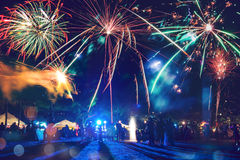 Fuegos artificiales del Año Nuevo en la playa Foto de archivo