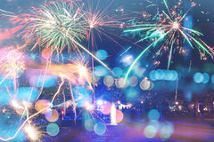 Fuegos artificiales del Año Nuevo en la playa Imágenes de archivo libres de regalías