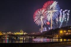Fuegos artificiales del Año Nuevo en Praga Foto de archivo