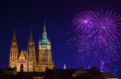 Fuegos artificiales del Año Nuevo en Praga Imágenes de archivo libres de regalías