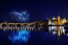 Fuegos artificiales del Año Nuevo en Praga, Checo Republick Fotografía de archivo