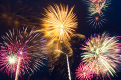 Fuegos artificiales del Año Nuevo en el cielo Imagen de archivo