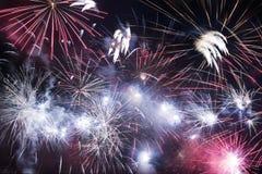 Fuegos artificiales del día de fiesta Fotos de archivo libres de regalías