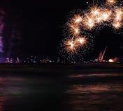 Fuegos artificiales del día de fiesta Fotografía de archivo libre de regalías