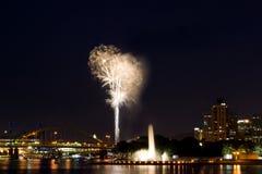Fuegos artificiales del horizonte Imagen de archivo libre de regalías