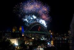 Fuegos artificiales del puente de puerto de Sydney NYE Fotos de archivo libres de regalías