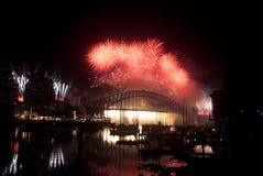 Fuegos artificiales del puente de puerto de Sydney NYE Foto de archivo