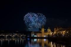 Fuegos artificiales 2018 del ` s del Año Nuevo de Praga Fotos de archivo libres de regalías