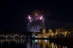 Fuegos artificiales 2018 del ` s del Año Nuevo de Praga Foto de archivo