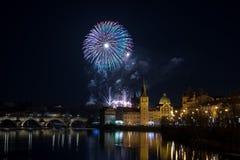 Fuegos artificiales 2018 del ` s del Año Nuevo de Praga Fotos de archivo