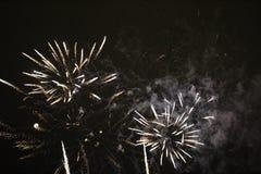 Fuegos artificiales del ` s del Año Nuevo en LuleÃ¥ Imagen de archivo