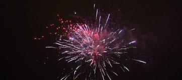Fuegos artificiales del ` s del Año Nuevo en LuleÃ¥ Foto de archivo
