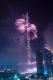 Fuegos artificiales Dubai céntrico Imagen de archivo libre de regalías
