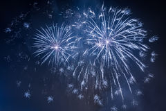 Fuegos artificiales durante el acontecimiento de las celebraciones imagen de archivo