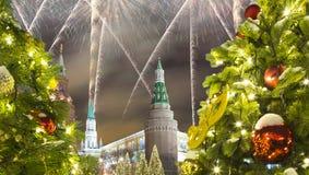 Fuegos artificiales durante iluminación de los días de fiesta de la Navidad y del Año Nuevo en la noche, el Kremlin en Moscú, Rus Imágenes de archivo libres de regalías